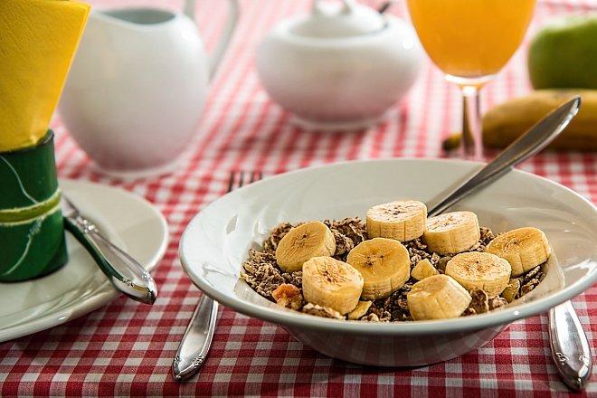 Vydatná snídaně je základem skvělého dne na sjezdovce