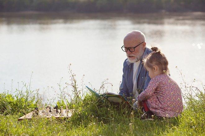Dovolená s babičkou a dědou - nezapomeňte  dát dětem potřebné dokumenty (Nahráno: Veronika Schleiderová)