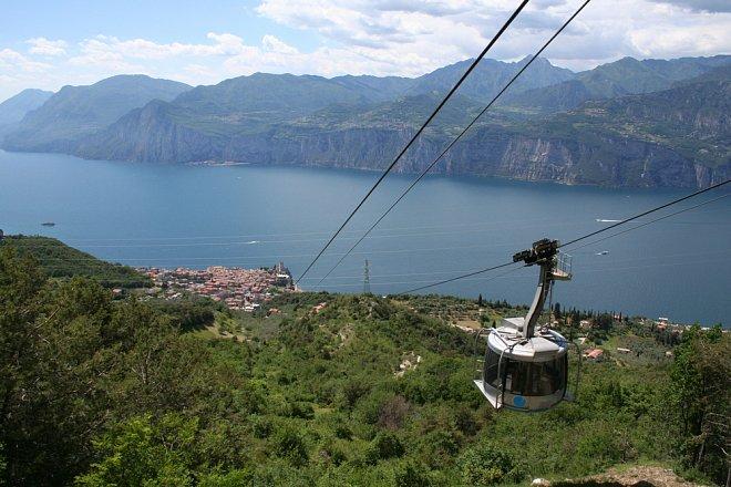 Lanovka Malcesine - Monte Baldo, která se umí otáčet o 360°