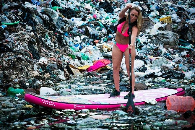 Alison Teal upozorňuje na zamoření planety plasty