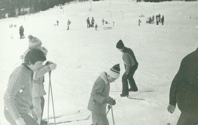 Lyžování v Československu, cca 1970 Snímek použit na základě licence od Shutterstock.com